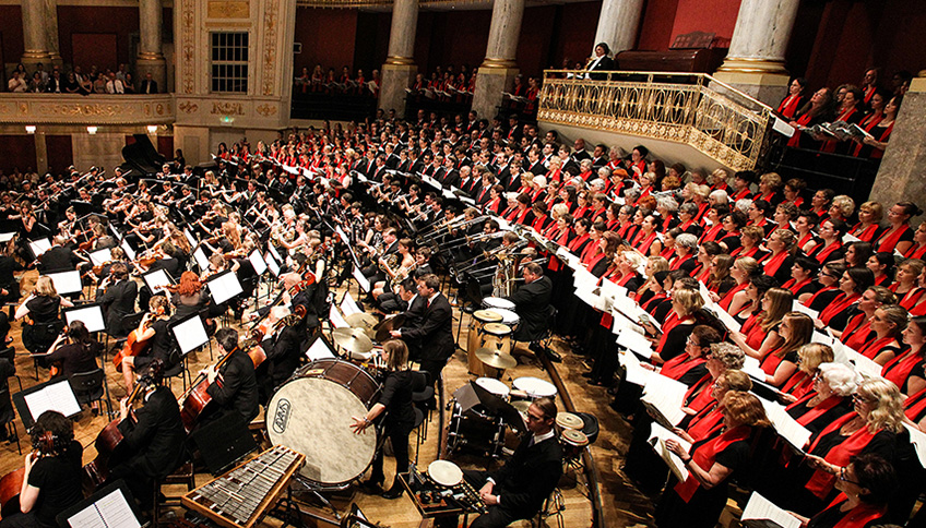 the Choir and Orchestra of the University of Vienna in the Wiener Konzerthaus